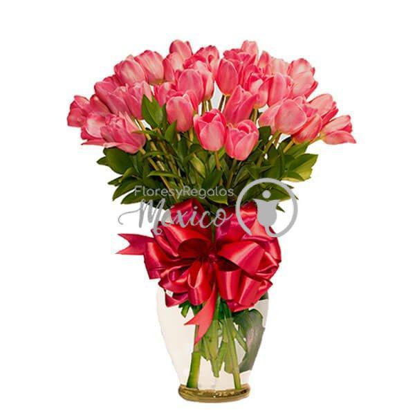 30-tulipanes-en-jarron-rosas