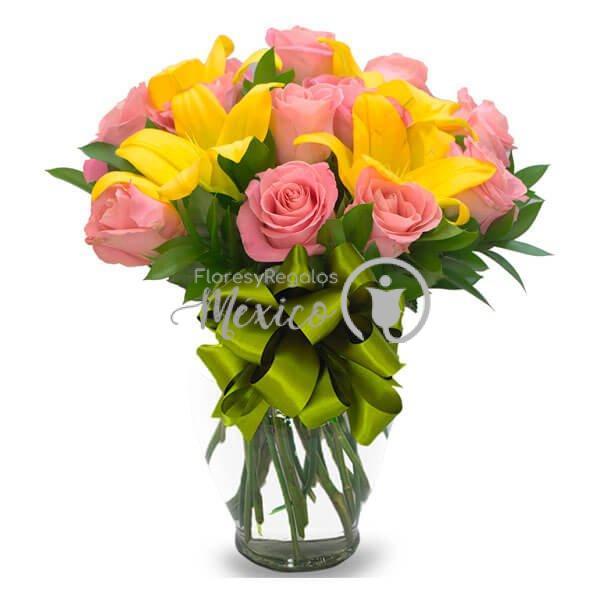 lilies-y-rosas-en-jarron
