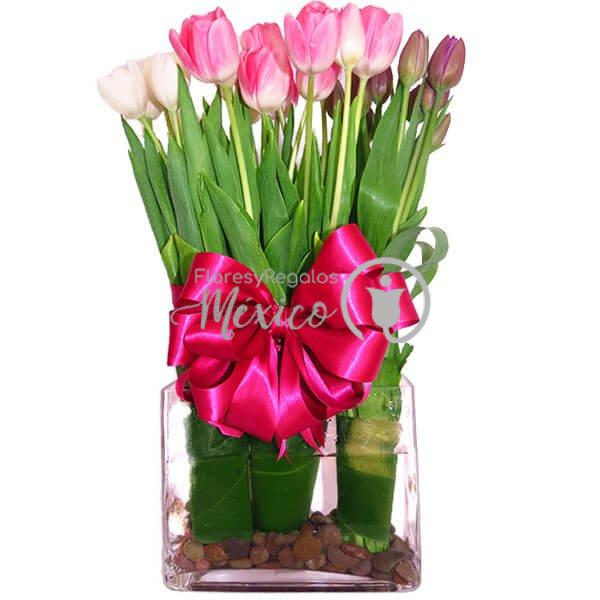 tulipanes-en-base-de-vidrio