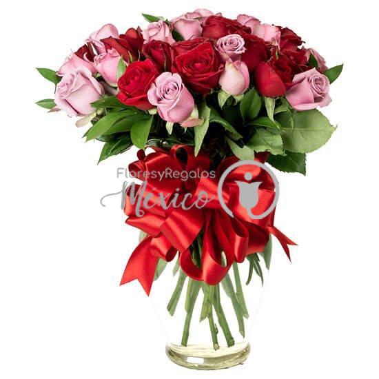 24-rosas-en-jarron-bicolor