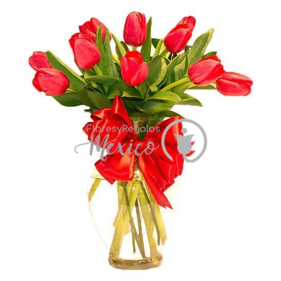 10-tulipanes-rojo-en-jarron